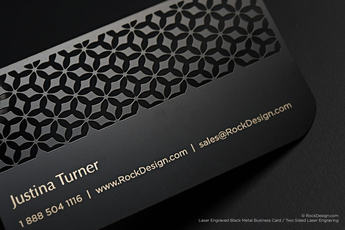 Elegantné plastové vizitky z čierneho plastu so zlatou potlačou