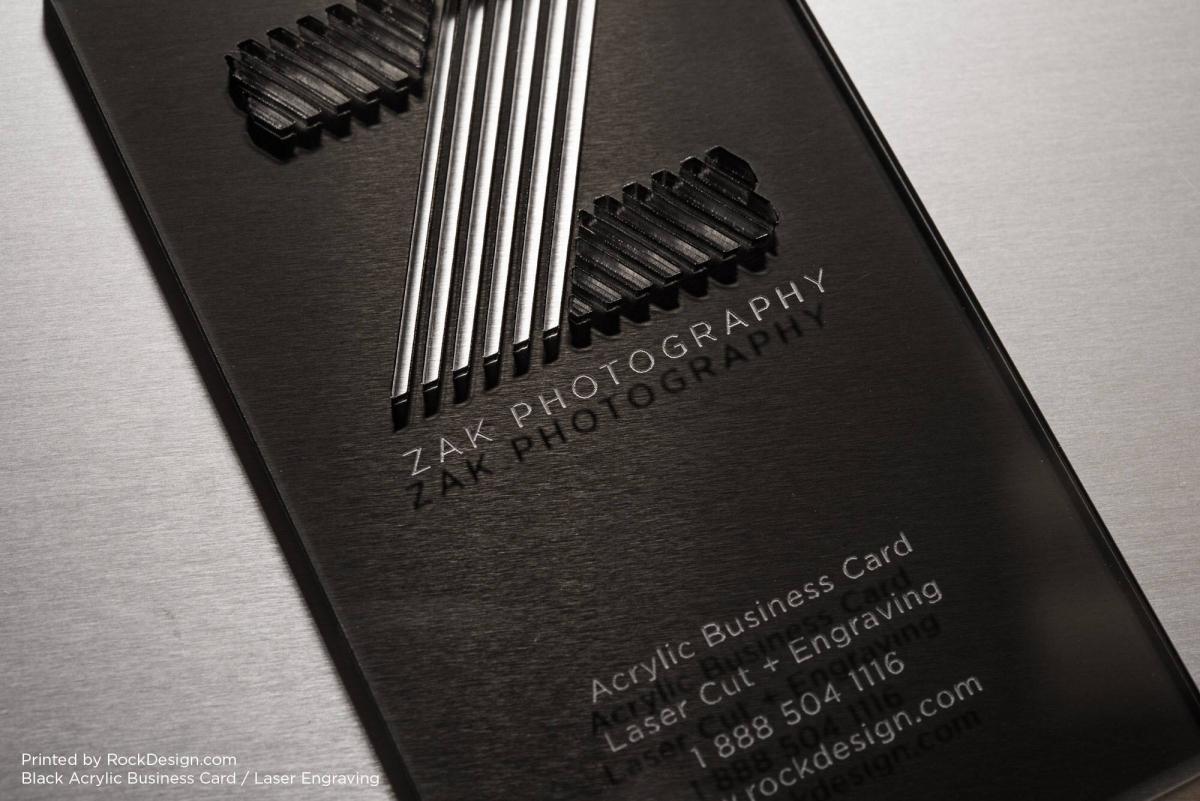 Moderná čierna plastová vizitka vyrezávaná