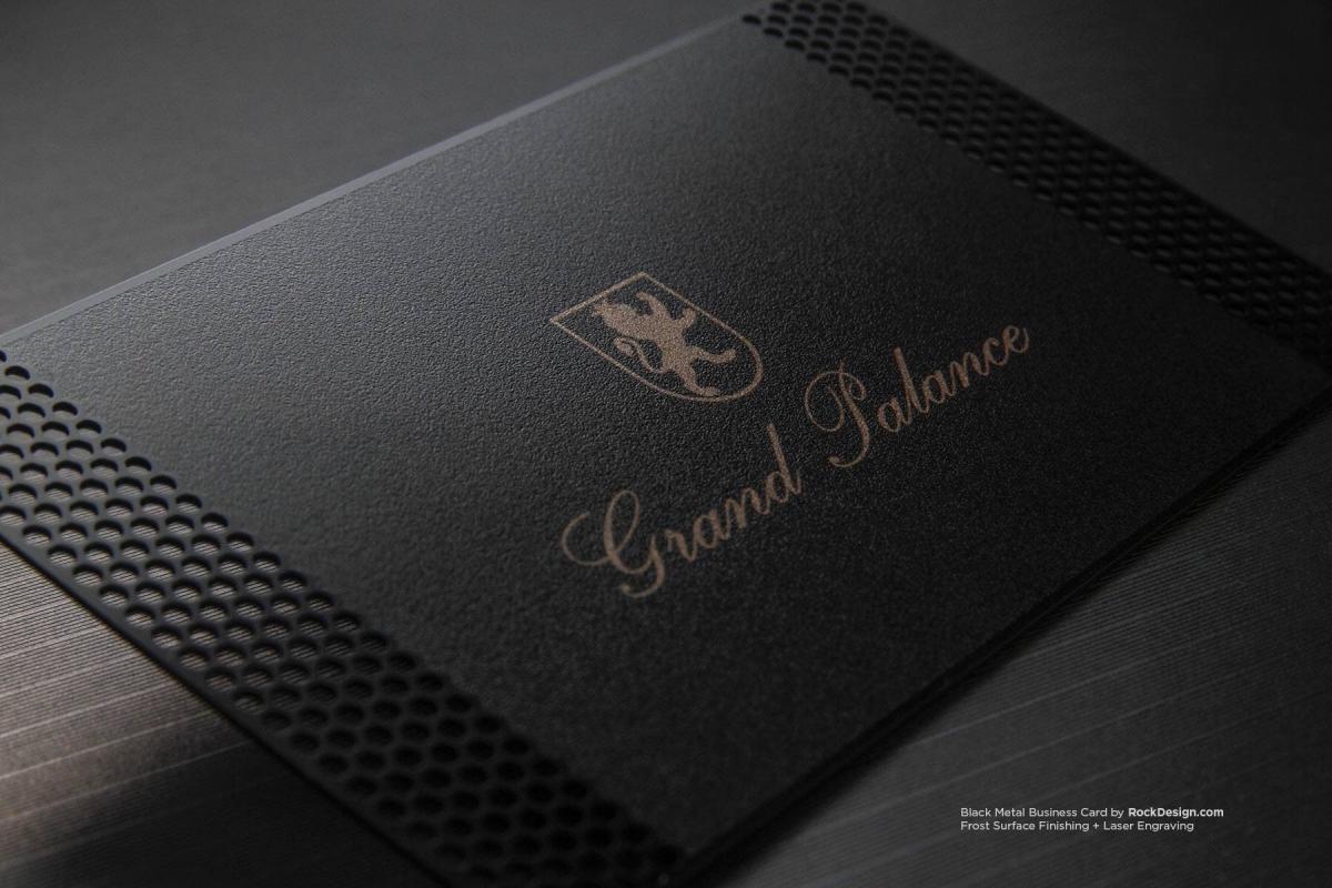 Elegantná plastová vizitka čierna s lserovým výsekom